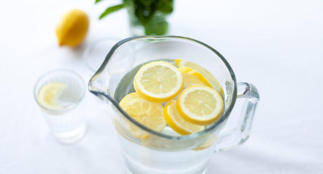 Rutin Minum Infused Water, Ini Manfaatnya untuk Kesehatan | WeCare.id