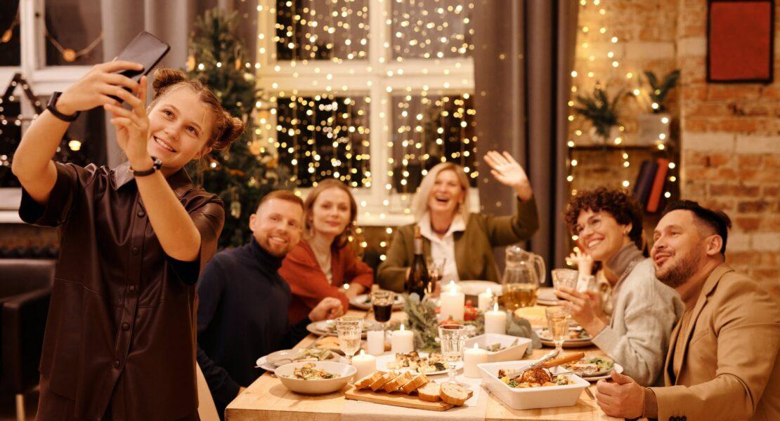 7 Cara Tahun Baruan Seru di Rumah Aja! | WeCare.id