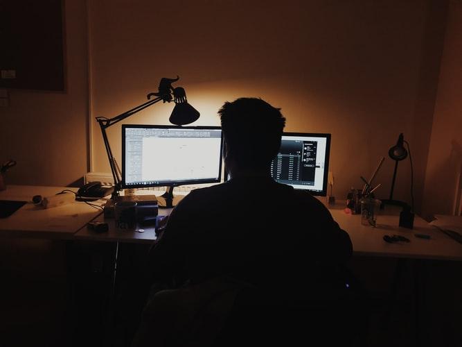 Screen Fatigue: Bahaya Dan Cara Menghindarinya | WeCare.id