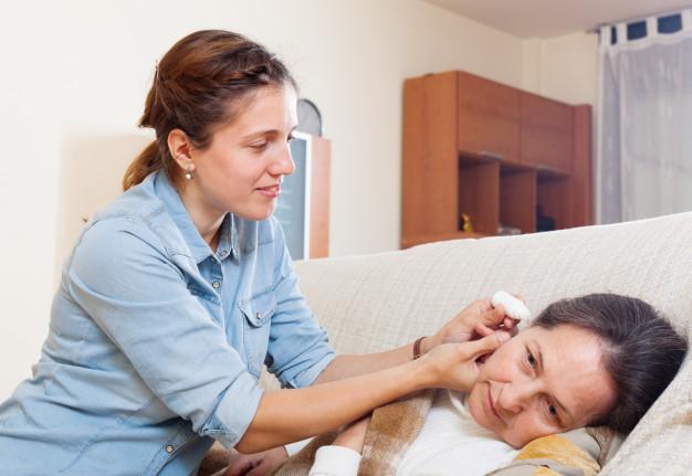 Pilihan Obat Tetes Telinga Kimia dan Obat Rumahan } WeCare.id