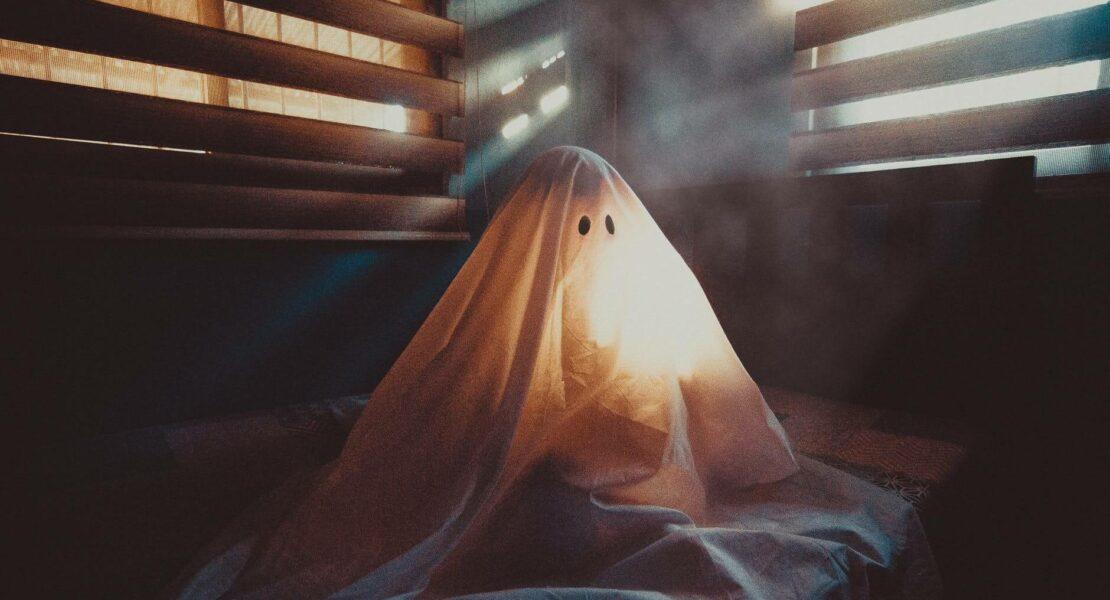 Ghosting: Kenali Arti, Penyebab & Cara Mengatasinya | WeCare.id