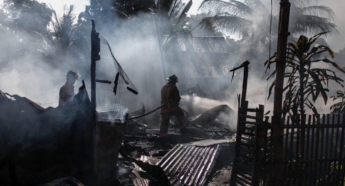 Manfaat, Tata Cara, dan Dampak Membantu Korban Bencana Alam | WeCare.id