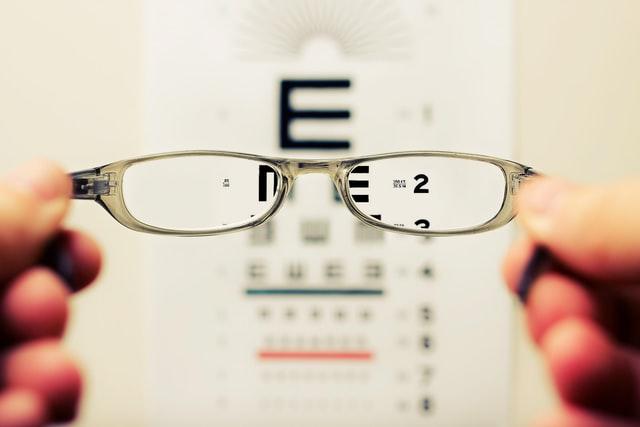 Benarkah Mata Minus Tak Boleh Melahirkan Normal? | WeCare.id
