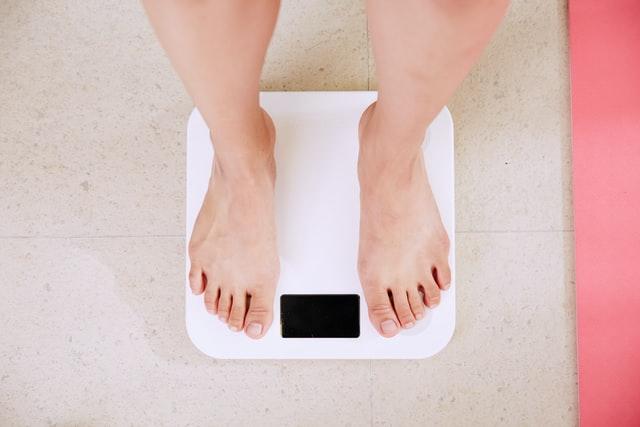 Cara Menghitung Berat Badan Ideal dan Pentingnya Menjaga Berat Badan Ideal | WeCare.id