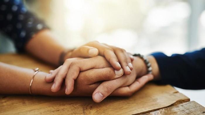 Pentingnya Empati Untuk Menjadi Lebih Manusiawi | WeCare.id