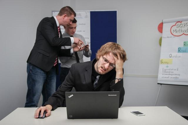 Kenali 3 Perbedaan Antara Burnout dan Depresi
